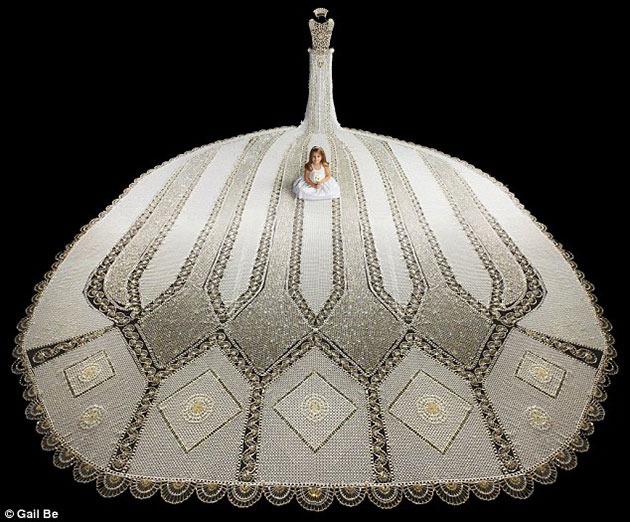 worlds_heaviest_wedding_dress_gail_be_2_1a7a06d-1a7a06l