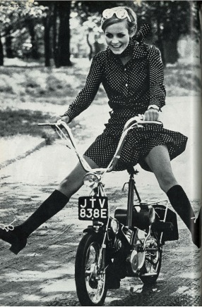 july_1967-TWIGGY-RALEIGH-WISP-3