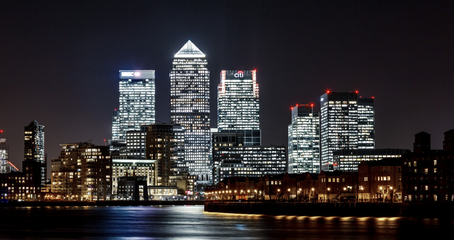 Canary-Wharf-at-night-920x486.jpg